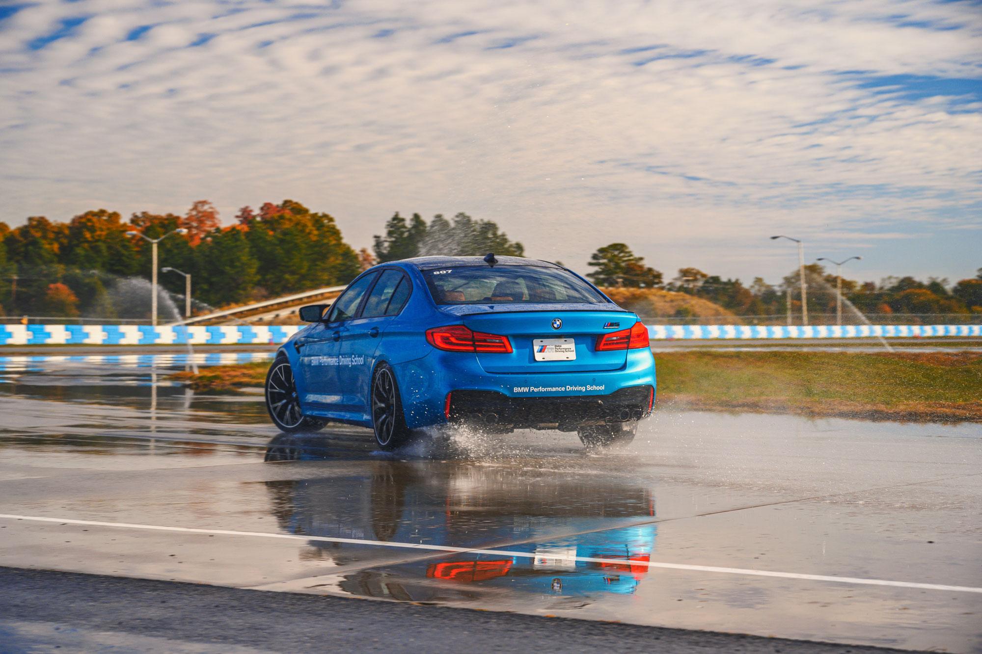 BMW M5 drifting