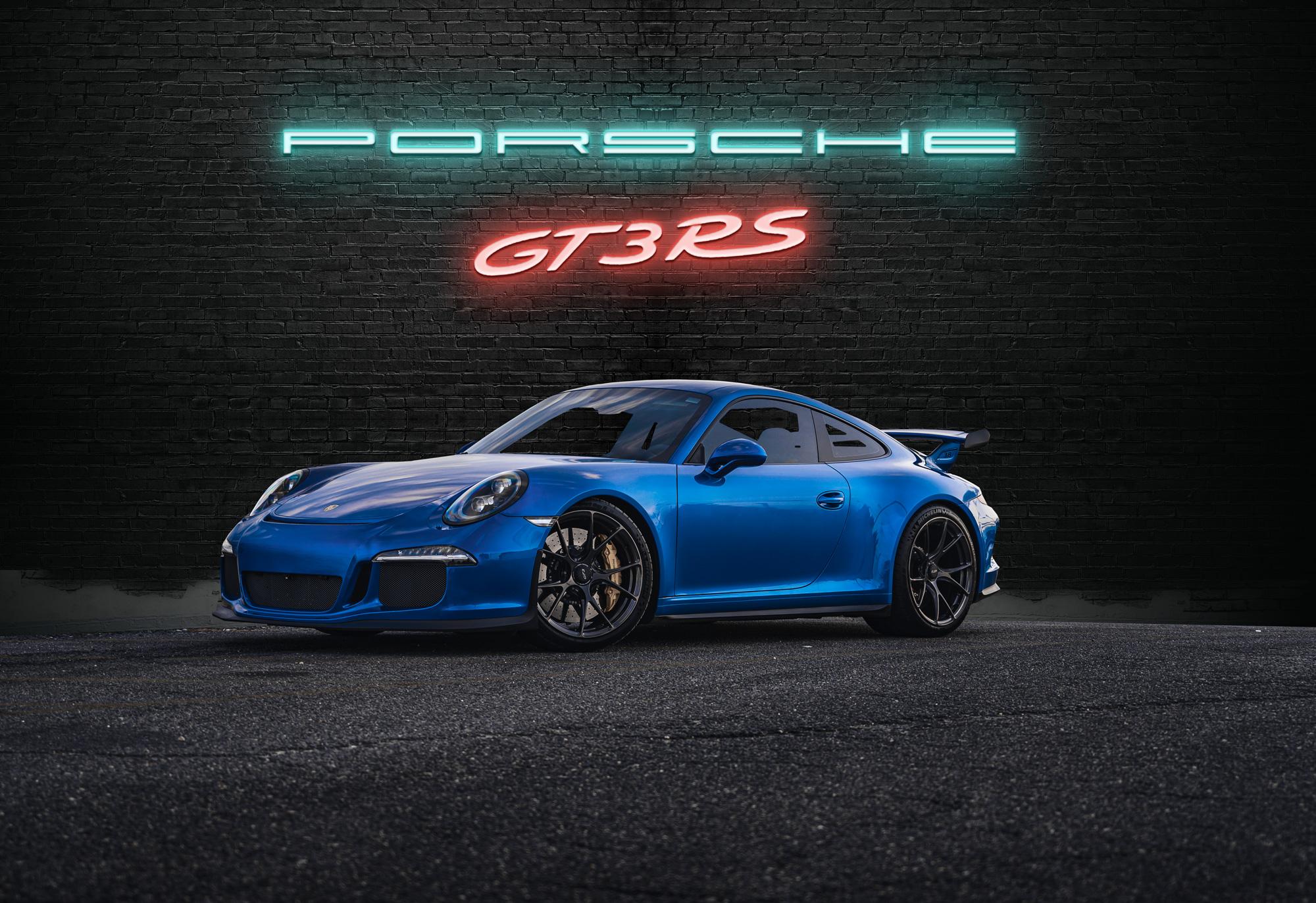 Porsche 911 back wall