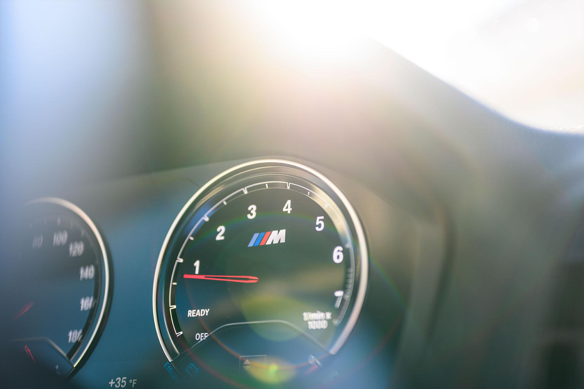BMW M2 Tachometer